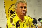 ОФИЦИАЛЬНО: Хиддинк подал в отставку с поста тренера Анжи