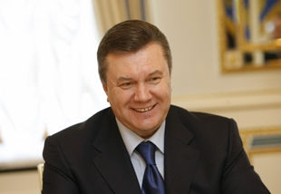 ОИ-2012. Виктор Янукович поздравил Александра Усика