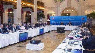 Гибралтар на предварительной основе принят в УЕФА