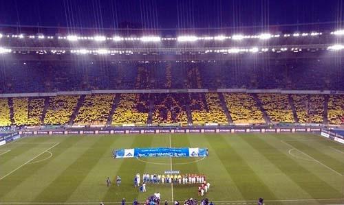 Гимн Украины перед матчем Динамо - Шахтер