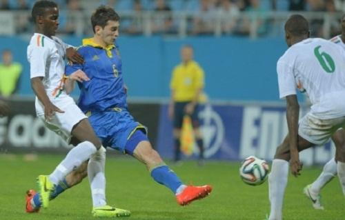 Веселый фанат Нигера на матче со сборной Украины