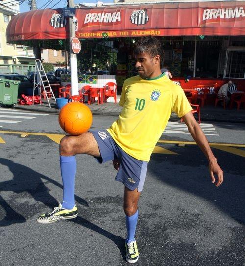 Відкриваємо Бразилію разом. Футбольні танці псевдо-Неймара