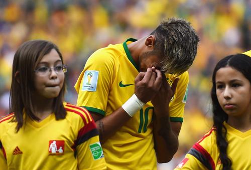 Неймар расплакался во время исполнения гимна Бразилии