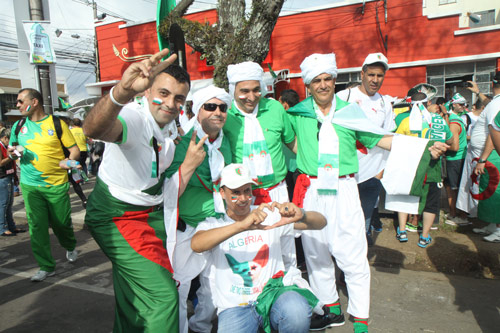 Открываем Бразилию вместе. Фанаты Алжира: «Волю – Україні!»