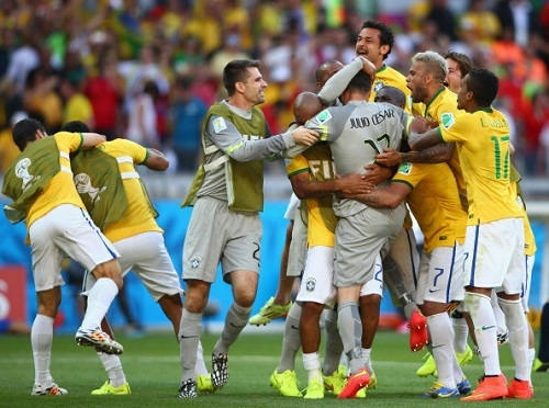 Бразилия проползает в четвертьфинал