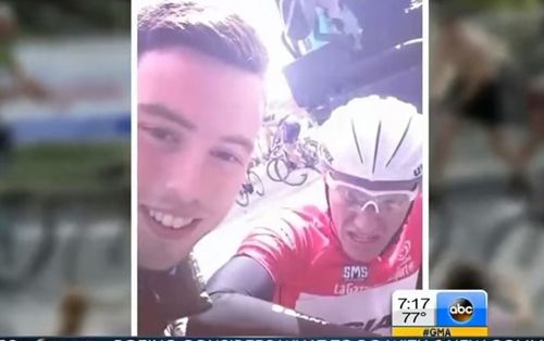 Гонщики Тур де Франс страдают от фанатов селфи