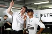 В Mercedes AMG провели беседы с обоими гонщиками
