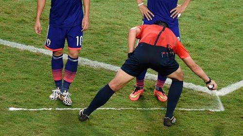 Судьи будут использовать спрей в еврокубках и Евро-2016