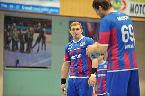 Мотор обыгрывает чемпионов России