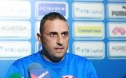 Фаны Левски раздели и выгнали нового тренера клуба + ВИДЕО