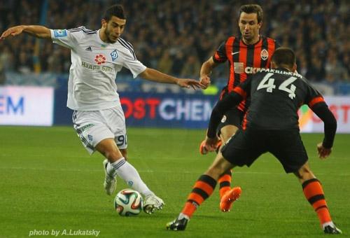 Динамо обыгрывает Шахтер в драматичном матче