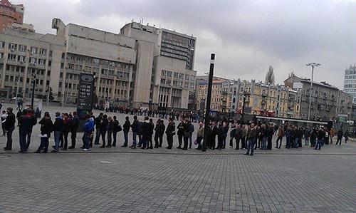 Украина - Франция. Километровые очереди за билетами +ВИДЕО