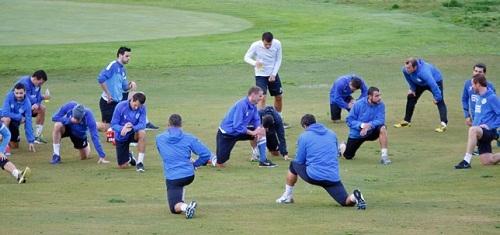 Днепр под дождем тренировался на поле гольф-клуба
