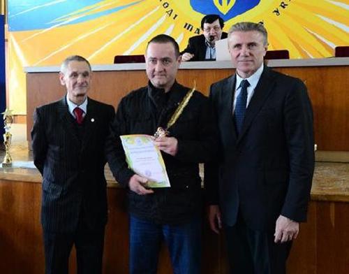 Журналист Sport.ua получил награду из рук Сергея Бубки