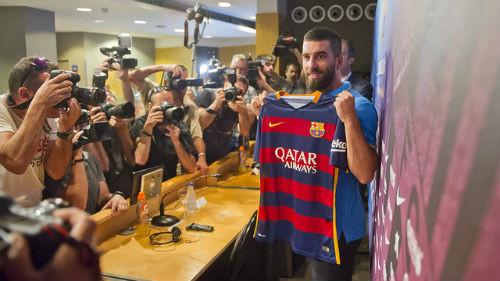 Барселона представила Арду Турана