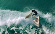На чемпиона мира по серфингу напала акула