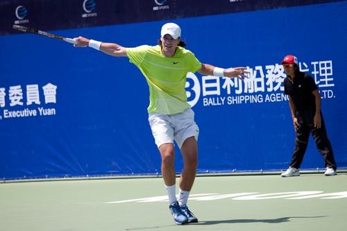 Молчанов вышел в полуфинал турнира в Минске