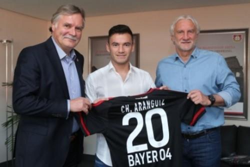Байер подписал лучшего игрока Чили-2012