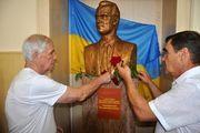 В школе Валерия Лобановского установлен его бюст