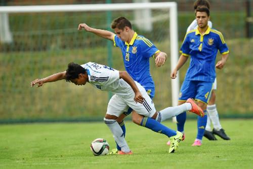 Молодежная сборная Украины уступает Македонии
