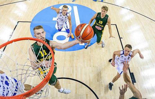 Литва за две секунды до сирены дожала Эстонию