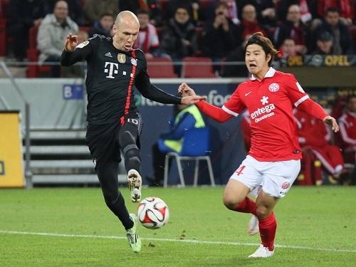 Бавария чудом не теряет очки в последнем матче года