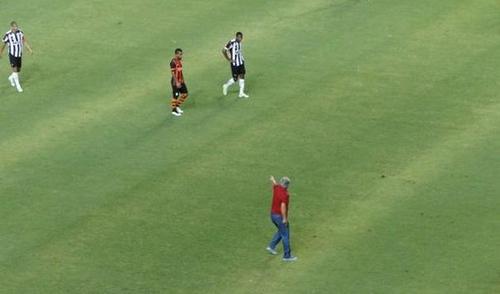 Луческу выбежал на поле в матче с Атлетико М и был удален