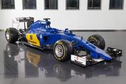 Sauber представил болид 2015 года