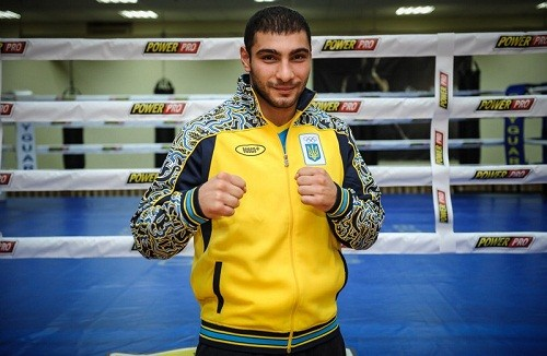 Замотаев и Манукян проводят полуфиналы на ЧМ по боксу