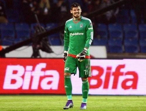 Бойко сыграл за Бешикташ и пропустил два мяча от Касымпаши