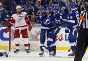 НХЛ. Фавориты начали плей-офф с побед. Матчи среды