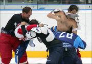 Российские хоккеисты избили тренера своей команды