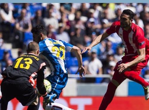 Эспаньол с минимальным счетом обыграл Севилью