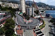 Крышка канализационного люка стала причиной аварии в Монако