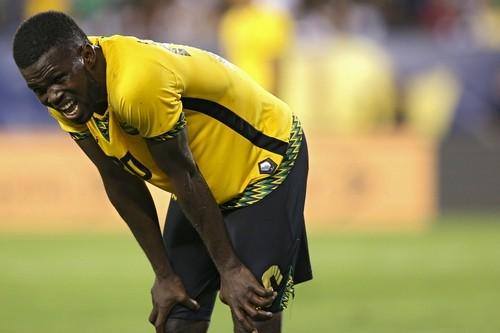 На матче Ямайка – Венесуэла мяч вырубил оператора