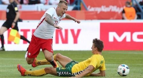 Хавбек Польши пропустит два матча Евро-2016