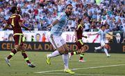 КА. Аргентина и Чили выходят в полуфинал с разгромами