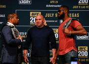 Джон Джонс выбывает из турнира UFC 200
