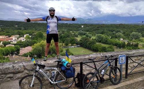 Харьковчанин съездил на Евро-2016 на велосипеде