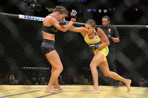 Миша Тейт потеряла чемпионский пояс в бою с Амандой Нуньес
