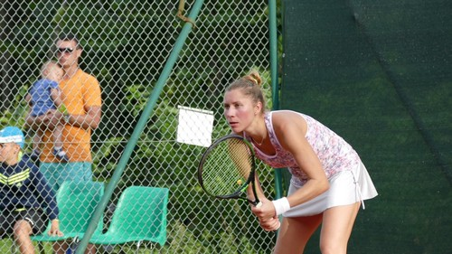 Алена Бондаренко вернулась на корт