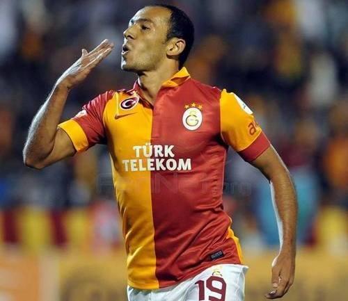 Нападающий сборной Турции продлил контракт с Галатасараем