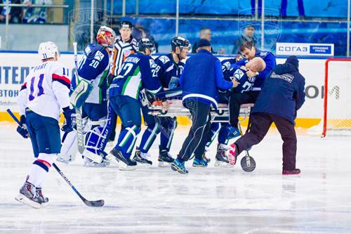 Игроку КХЛ полоснули коньком по горлу