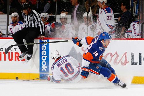 НХЛ. Айлендерс победили в нью-йоркском дерби. Матчи среды