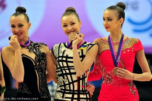 Мазур, Мульмина и Романова поздравляют читателей с НГ