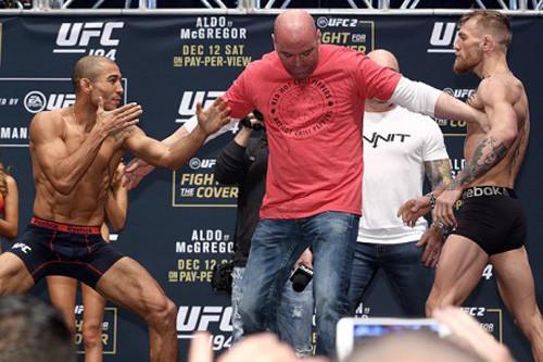 UFC. Макгрегор нокаутировал Альдо на первых секундах боя