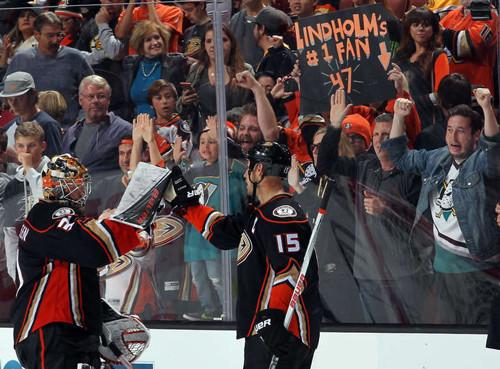 НХЛ. Анахайм громит Бостон, Вашингтон - Нэшвилл