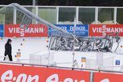 В Ханты-Мансийске на биатлонном стадионе упал столб