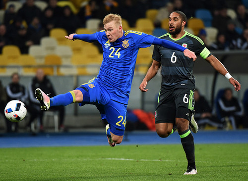 Виктор Коваленко получил приз Лучшего молодого игрока 2015