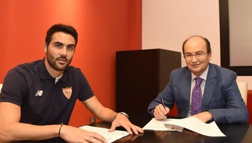 Висенте Иборра подписал новый контракт с Севильей
